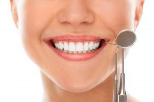 Девушки, улыбаясь на стоматолога (freedents_dentistry)
