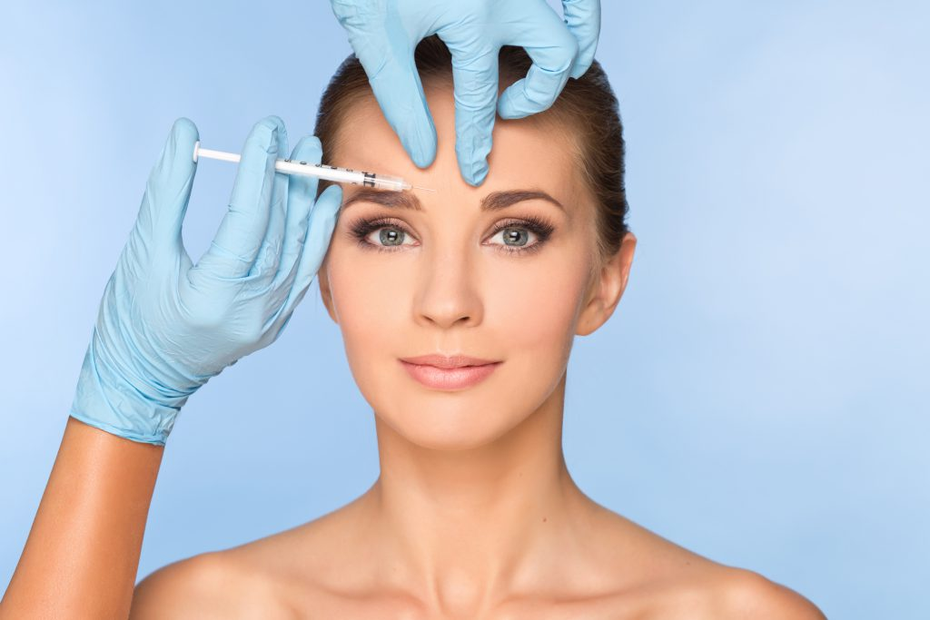 FREEDENTS_dentirty *Beauty woman giving botox injections.